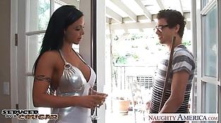 Brunette cougar Jewels Jade fucking well