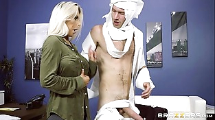 Brazzers - Rachel Roxxx has fun at the office