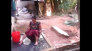 Desi Vilage Wifey Open Bathing in Braless Caught by Indian Hidden Cams