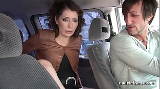 Exhib mummy masturbating in the taxi before getting ass fucked by the driver