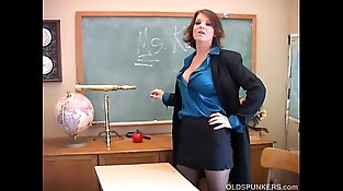 Sexy old spunker teacher loves to fuck her juicy cunt for you