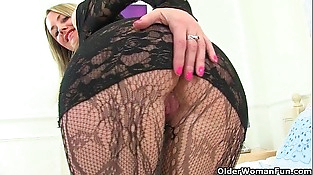 British mummy Sofia rips her tights to lumps