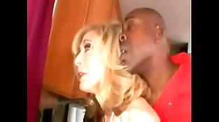 Nina Hartley dando para o fugitivo Neg&atilde_o