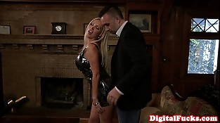 Glamour squirting mummy deepthroating cock