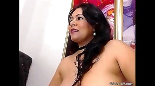 Hot Mummy pleasing her ballsack with a fake penis - More on girls-69.com