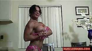 Kinky fuck with oiled muscled mummy